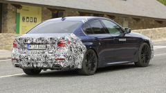 BMW Serie 5 restyling: vista di 3/4 posteriore