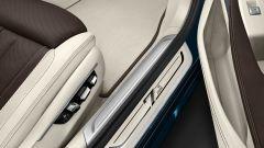 BMW Serie 7 Edition 40: dettaglio del battitacco