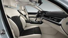 BMW Serie 7 Edition 40: dettaglio del sedile Smoke White/Black