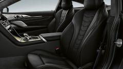 BMW Serie 8 Golden Thuder Edition: gli interni e i sedili in pelle Merino con logo nel poggiatesta