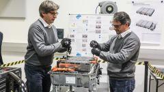BMW Technology Innovation Experience: lo smontaggio della batteria di una BMW X5 PHEV
