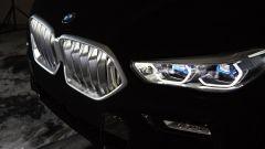 BMW VBX6: la BMW X6 2020 Vantablack. Fari e griglia sembrano galleggiare sul nulla