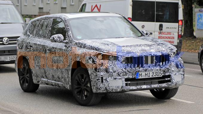 BMW X1 2022, la griglia è ben sviluppata in larghezza