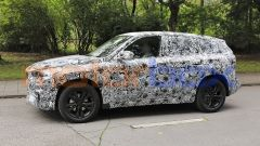 BMW X1 2022, l'angolo di Hofmeister (piega bassa del finestrino posteriore) è ben nascosta