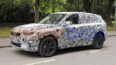 BMW X1 2022, vista 3/4 anteriore, lato sinistro