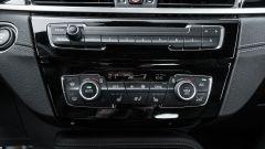 BMW X1 xDrive20d, comandi fisici per audio e clima