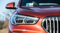 BMW X1 xDrive20d, dettaglio del gruppo ottico anteriore
