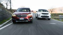 BMW X1 xDrive20d  e. Land Rover Discovery Sport 2.0d i4 TD4 su strada