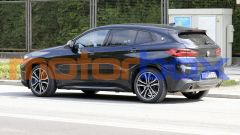 BMW X2 2021: poche le novità al posteriore
