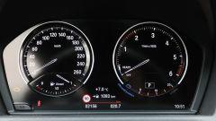 BMW X2: la strumentazione analogica (digitale non si può avere)