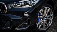 BMW X2 M35i: dai cerchi spuntano pinze blu