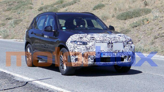 BMW X3 2021: le foto spia della versione plug-in