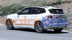 BMW X3 2021: visuale di 3/4 posteriore