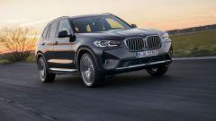 BMW X3 2022 facelift: come cambia il SUV tedesco