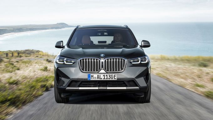 BMW X3 2022 facelift: visuale frontale