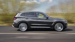 BMW X3 2022 facelift: visuale laterale