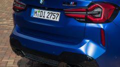 BMW X3 M Competition 2022: i fari posteriori