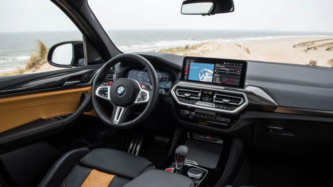BMW X3 M Competition 2022: il posto guida