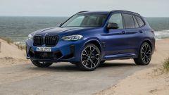 BMW X3 M Competition 2022: visuale di 3/4 anteriore