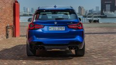 BMW X3 M Competition 2022: visuale posteriore