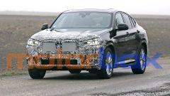 BMW X4 2021: le foto spia della versione normale e M