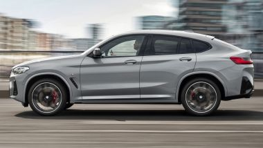 BMW X4 2022 facelift: visuale laterale