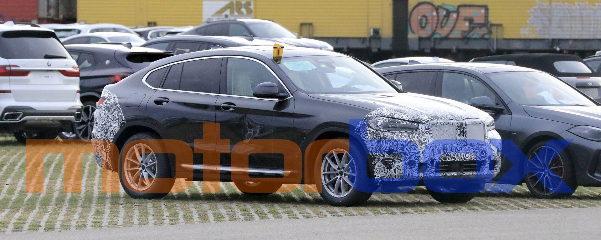 BMW X4 facelift: le foto spia