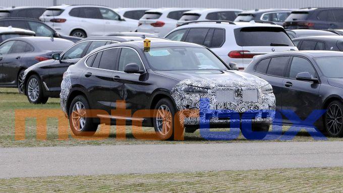 BMW X4 facelift: vista di 3/4 anteriore