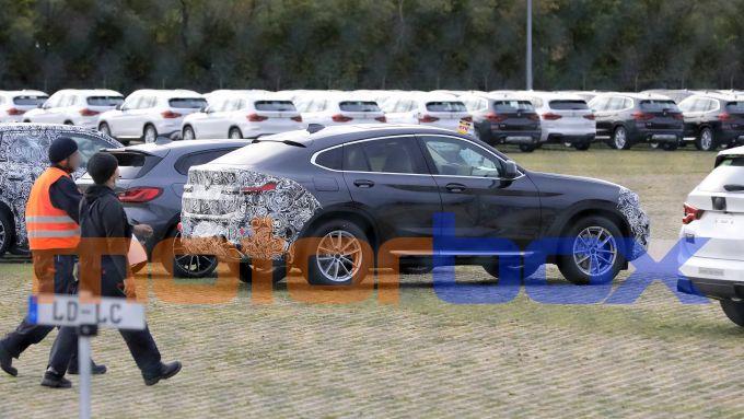BMW X4 facelift: vista di 3/4 posteriore