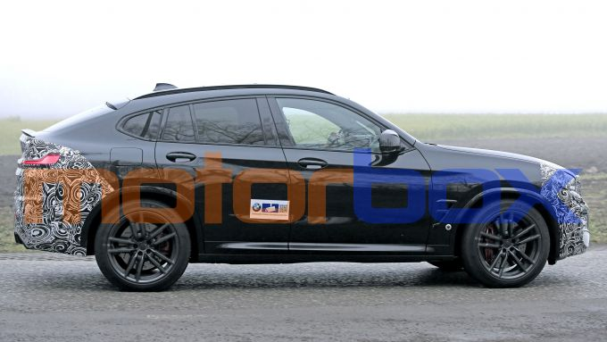 BMW X4 M 2021: visuale laterale