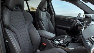 BMW X4 M Competition 2022: i sedili sportivi M