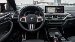 BMW X4 M Competition 2022: il posto guida