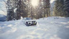 BMW X5 XDrive45e: impegnata sulle nevi