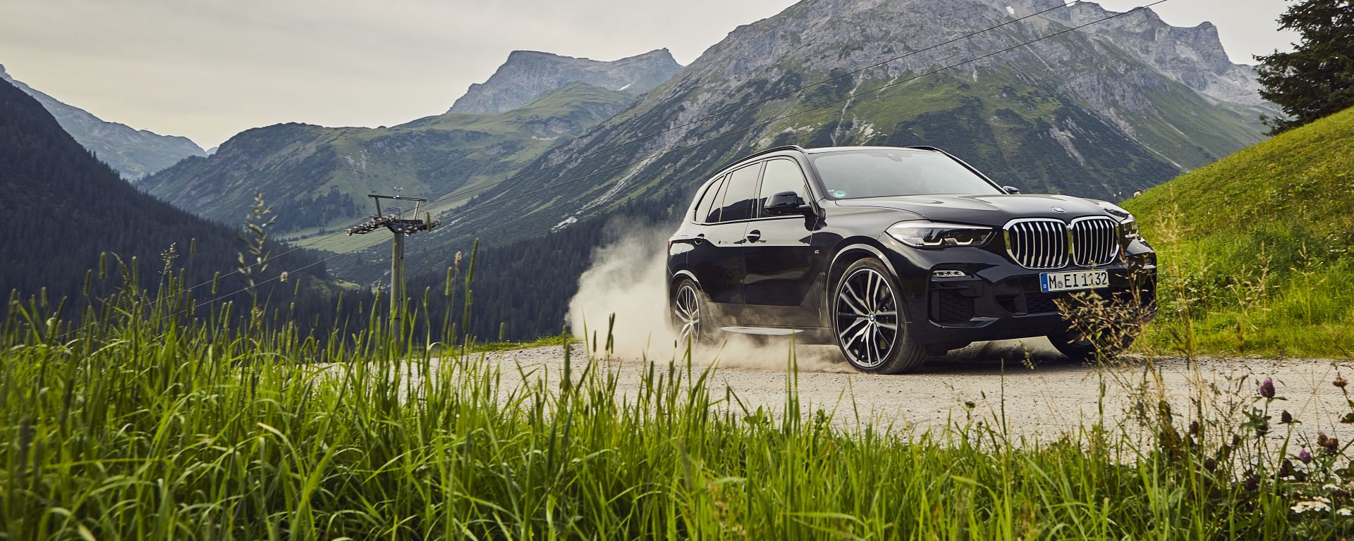 BMW X5 XDrive45e: vista 3/4 anteriore