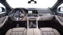 BMW X6 2020, la plancia