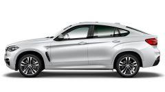 BMW X6 M50th Anniversary Limited Edition: la carrozzeria presenta la speciale tinta Pearl Silver