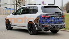 Nuova BMW X7 2022: il lifting di mezza età le cambia i connotati - Immagine: 2