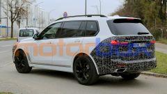 Nuova BMW X7 2022: il lifting di mezza età le cambia i connotati - Immagine: 7
