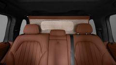 BMW X7 by Poldo Dog Couture: la rete divisoria in paglia di Vienna