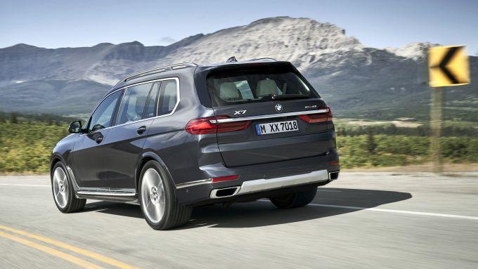 BMW X7, così grande eppure così agile