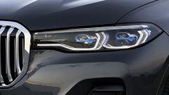 BMW X7, fari anteriori