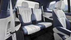 BMW X7, fino a 3 file di sedili
