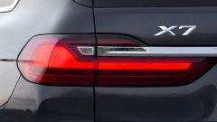 BMW X7, i fari posteriori
