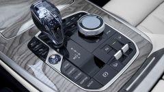 BMW X7, la leva del cambio automatico