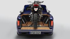 BMW X7 Pick-up: una BMW F 850 GS sul cassone