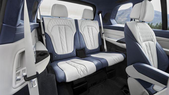 BMW X7, terza fila di sedili e fino a 7 posti