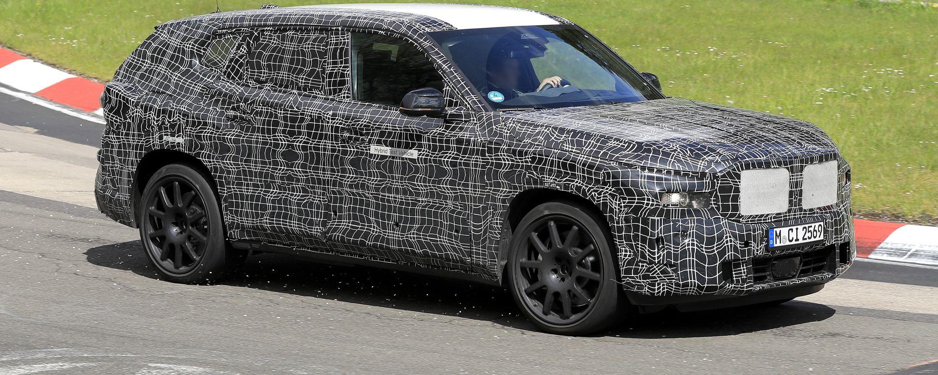 BMW X8, le foto spia dal Nurburgring