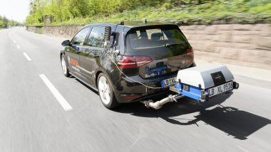 Bosch: una Volkswagen Golf con un analizzatore portatile di emissioni PEMS