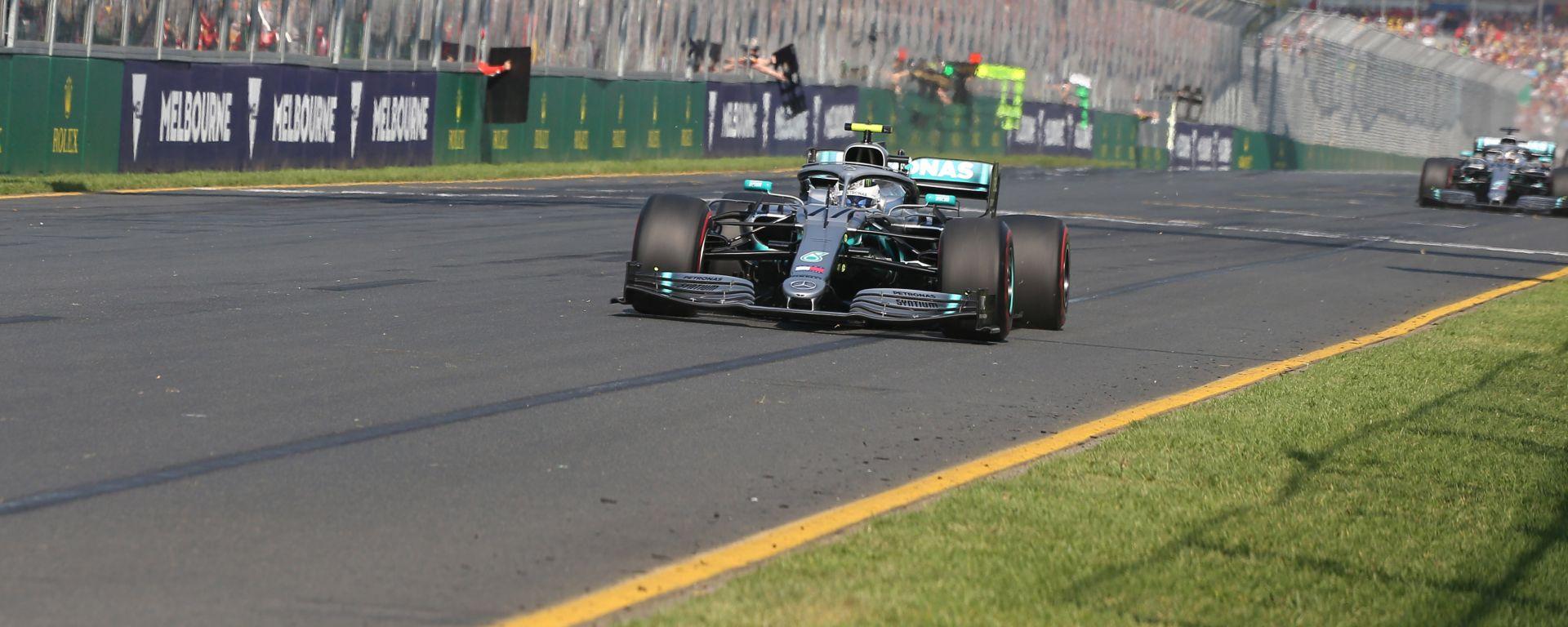 Bottas precede sul traguardo il compagno di squadra Hamilton: in Australia è doppietta Mercedes