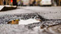 Buche stradali e risarcimento danni, cosa c'è da sapere